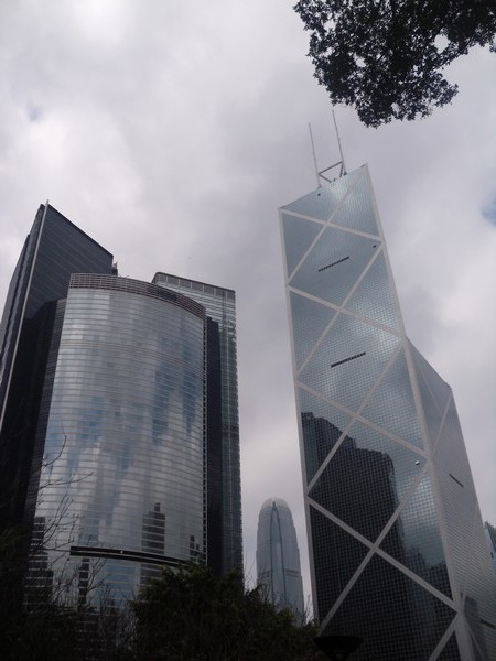Tour de la Bank of China, haut de 305 mètres (367 du haut de l'antenne)